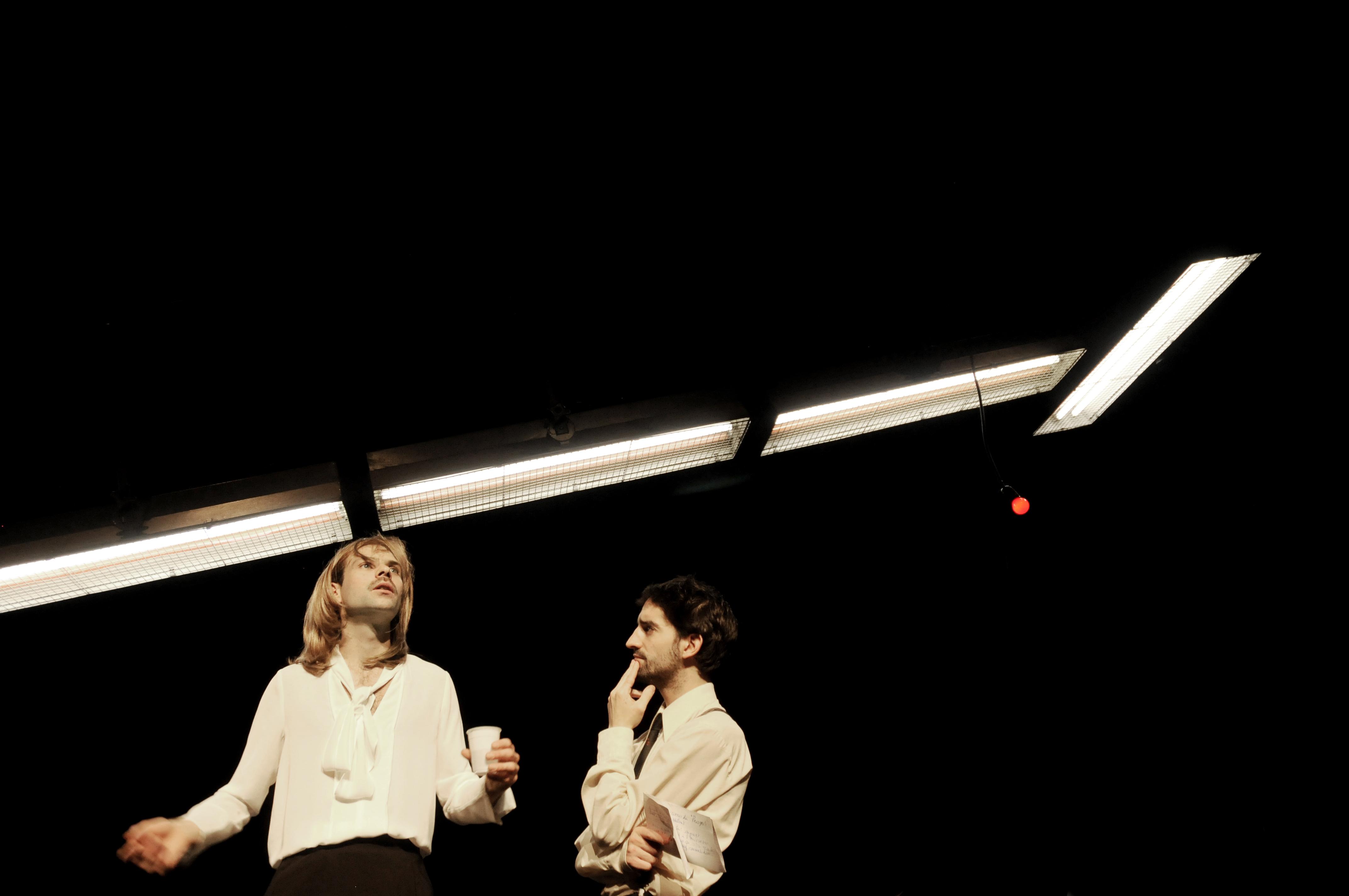 """Benoit Piret et David Murgia dans """"Rumeur et petits jours"""" du Raoul collectif. Photo © Céline Chariot."""