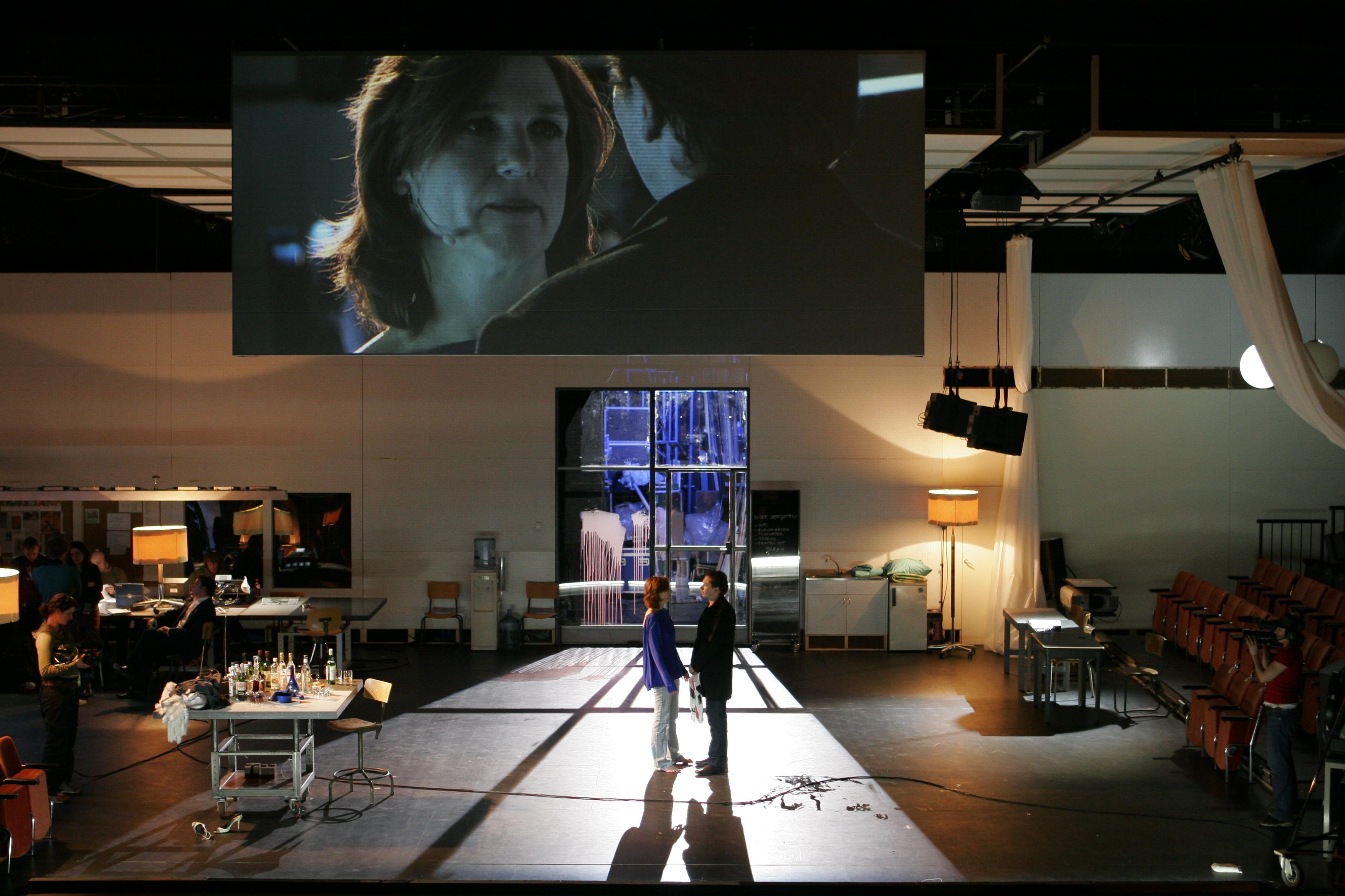 "Elsie de Brauw et Jacob Derwig dans ""Opening night"", d'après le film éponyme de John Cassavetes, mise en scène Ivo van Hove, 2006. © Jan Versweyveld"