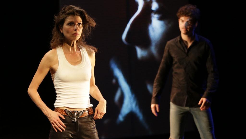 """Marie Bos et Aymeric Trionfo dans """"Apocalypse bébé"""", mise en scène Selma Alaoui. Photo: Lou Hérion."""