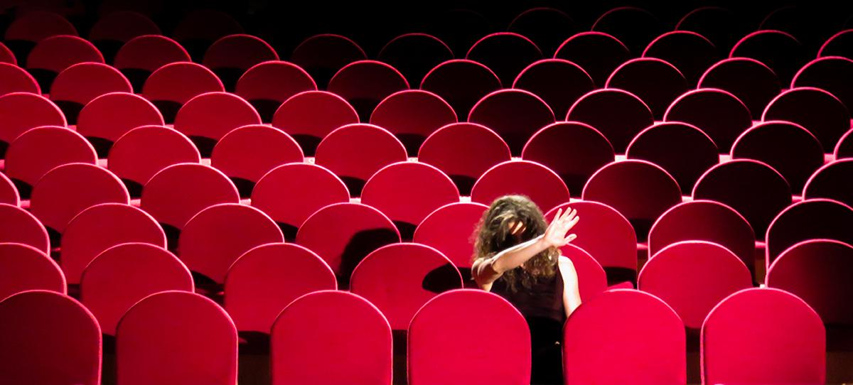 """Sandrine Juglair dans """"Diktat"""". Photo Claire Dosso"""