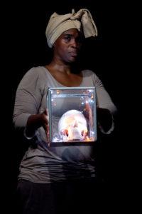 ON T'APPELLE VENUS, Choregraphie et interpretation Chantal Loial. Photo : Patrick Berger.