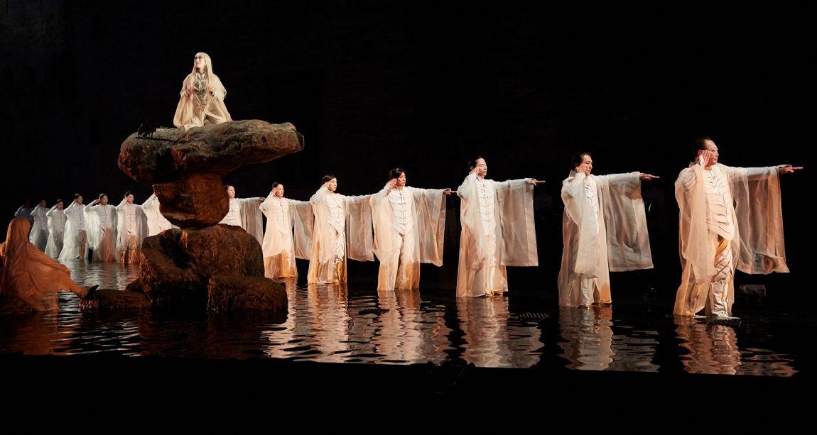 """Antigone"", mise en scène Satoshi Miyagi. Photo Christophe Raynaud de Lage."