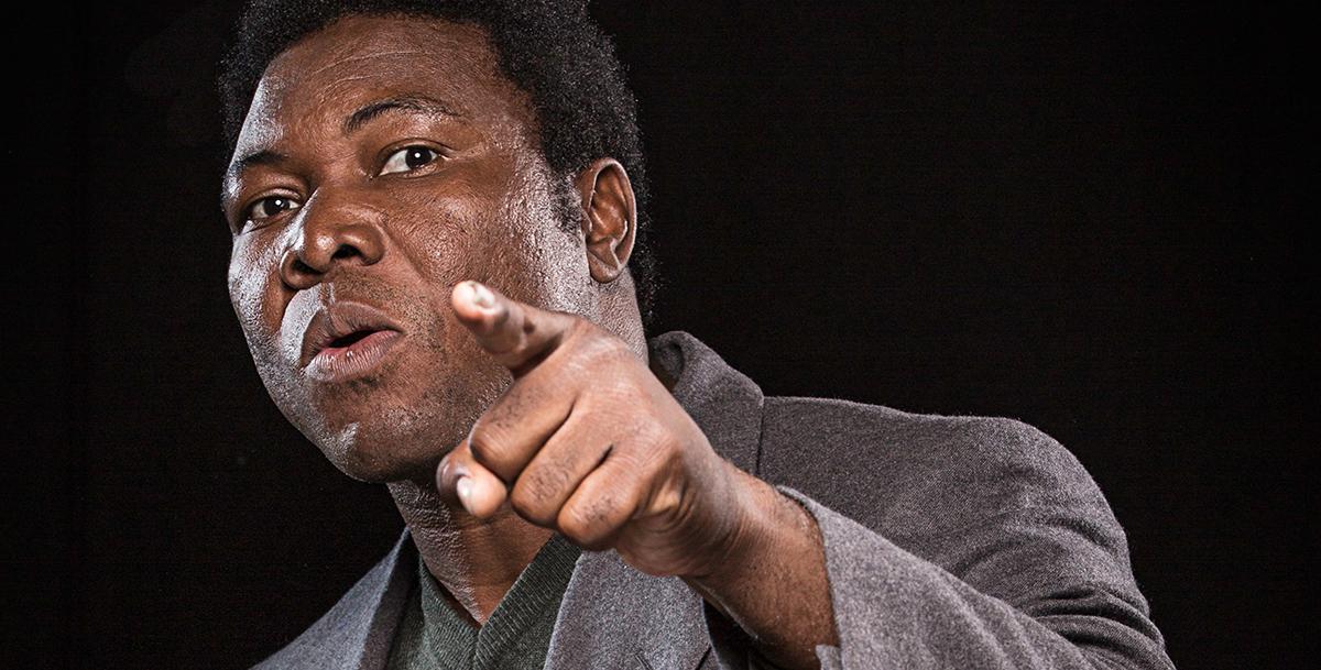 """Etienne Minoungou dans """"M'appelle Mohamed Ali"""" de Dieudonné Niangouna. Photo B. Mullenaert"""