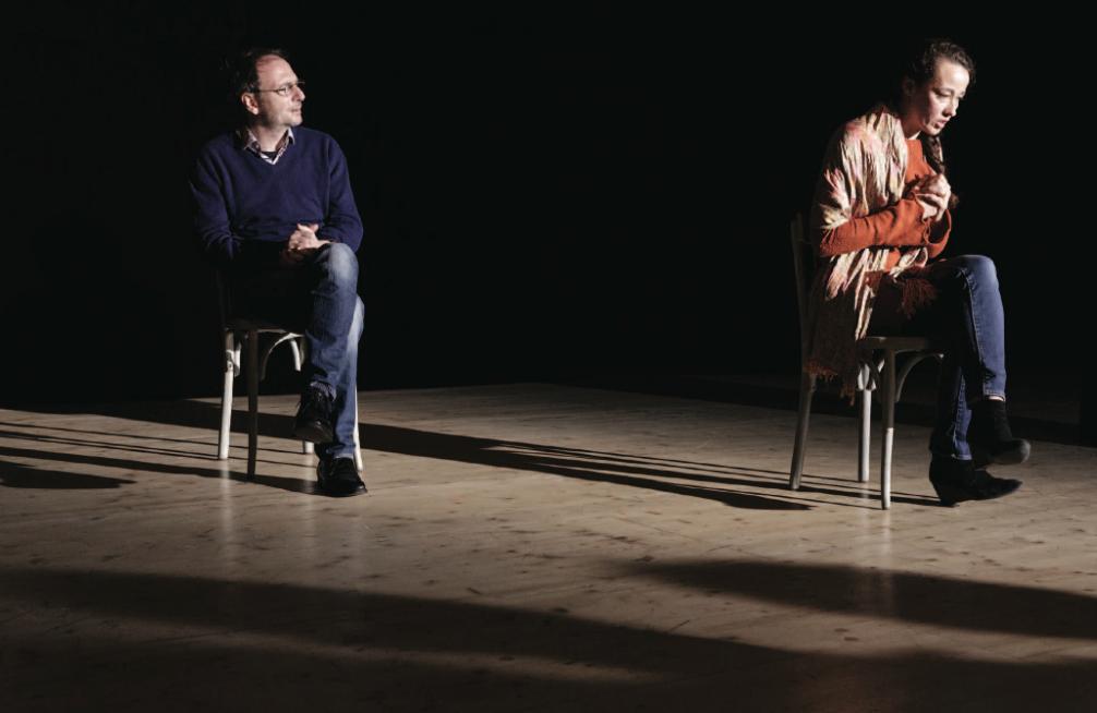 """Antoine Mathieu et Marie Desgranges dans """"Ceux qui restent"""", mise en scène David Lescot. Photo Vincent Pontet."""