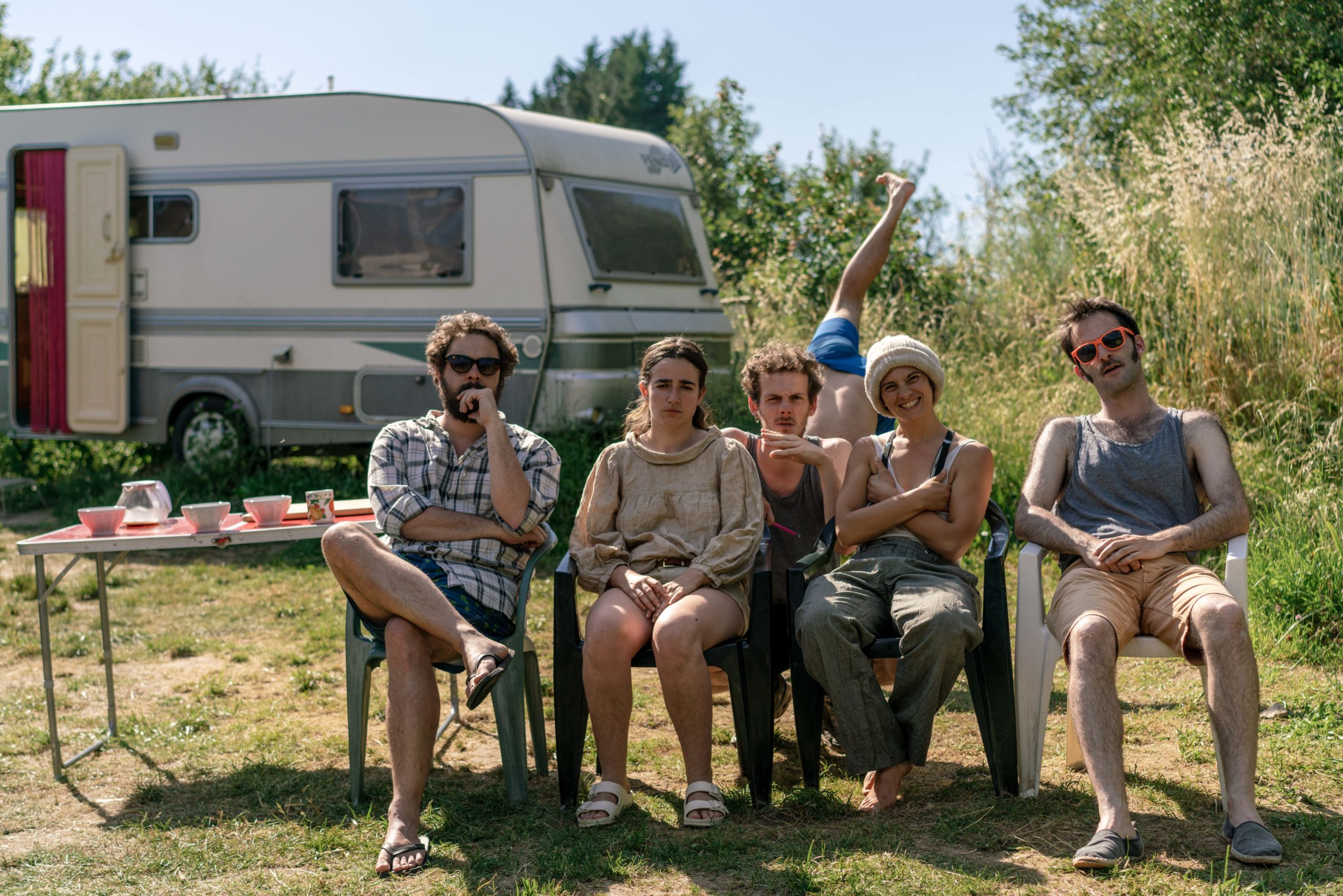 Collectif Greta Koetz, Nicolas Payet, Marie Alié, Sami Dubot, Léa Romagny et Antoine Herbulot. Photo prise par Thomas Dubot en juin 2020 à Salayrac.