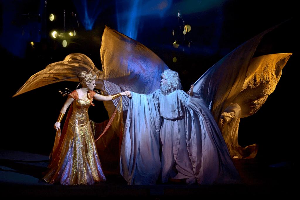 Titon et l'Aurore, costumes de Basil Twist assisté d'Alain Blanchot, Opéra Comique, 2021. Photographie Stefan Brion
