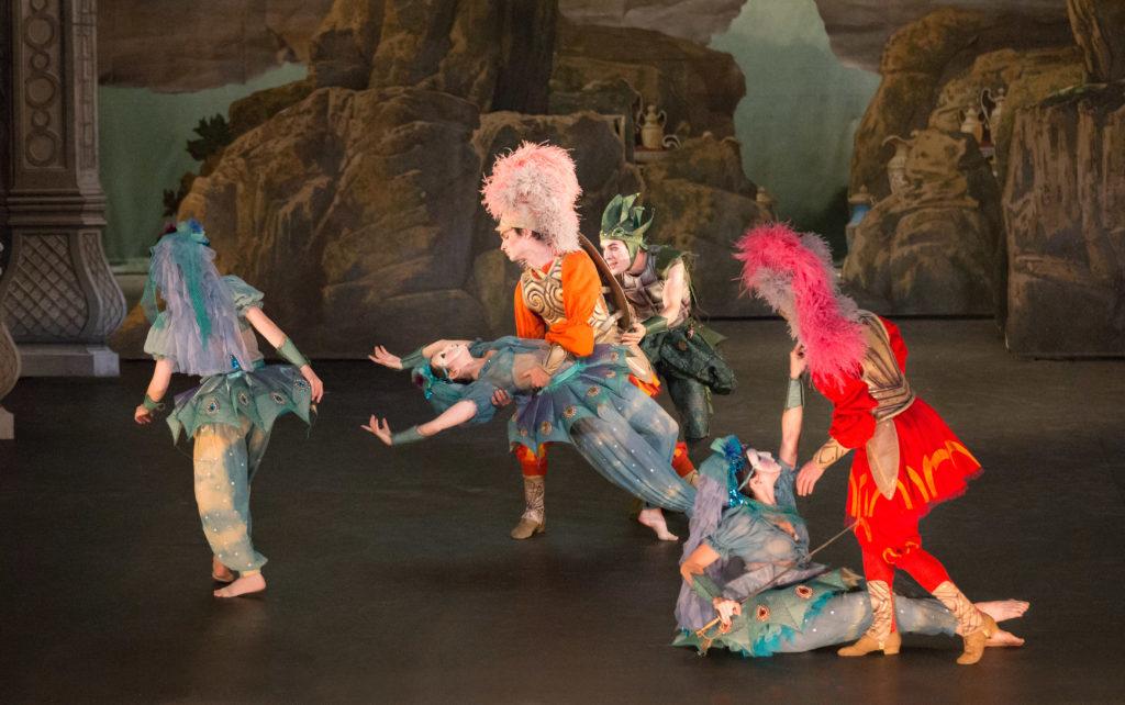 Renaud et Armide, ballet de Noverre, costumes d'Olivier Bériot, Opéra Comique, 2012. Photographie Pierre Grosbois
