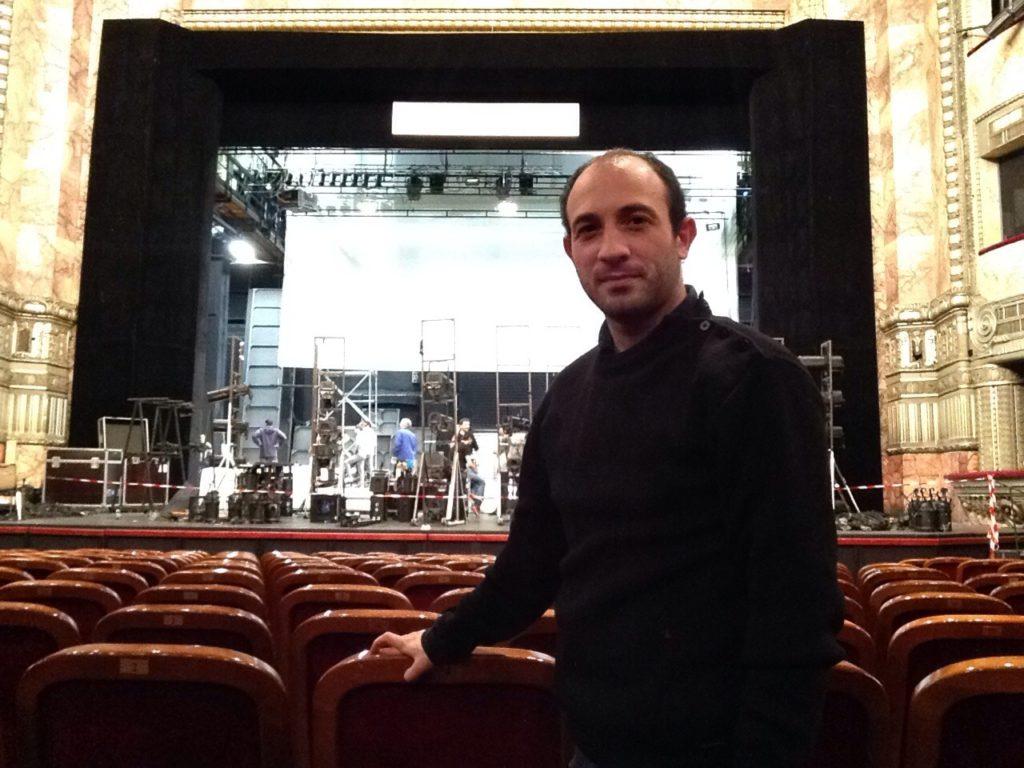Thibault Sinay et montage de décor, Opéra de Marseille, 2015. Photo Thibault Sinay.