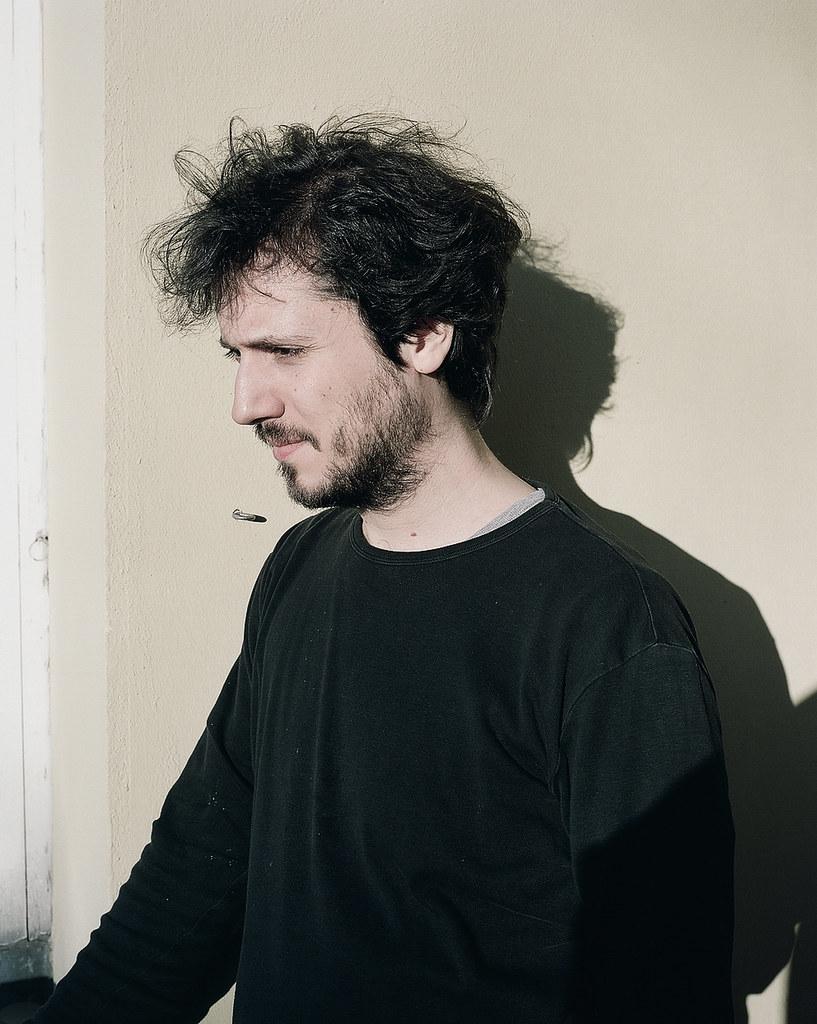 David Marton photographié par son scénographe Christian Friedländer à Berlin. © DR
