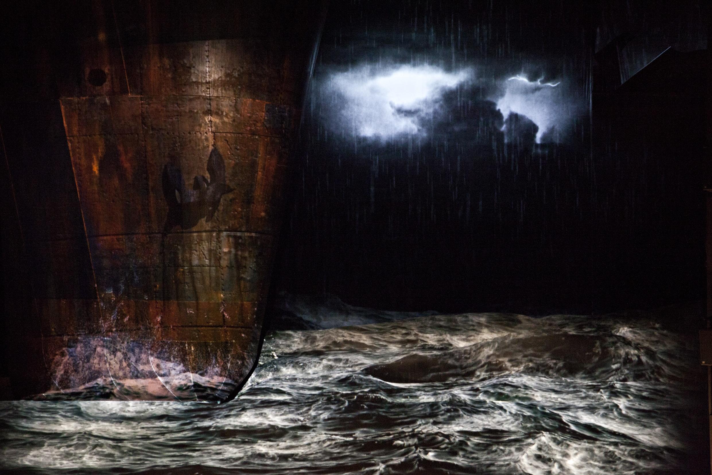 Le Vaisseau fantôme de Richard Wagner, mise en scène Àlex Ollé, Opéra de Lyon, 2014. Photo Jean-Louis Fernandez.