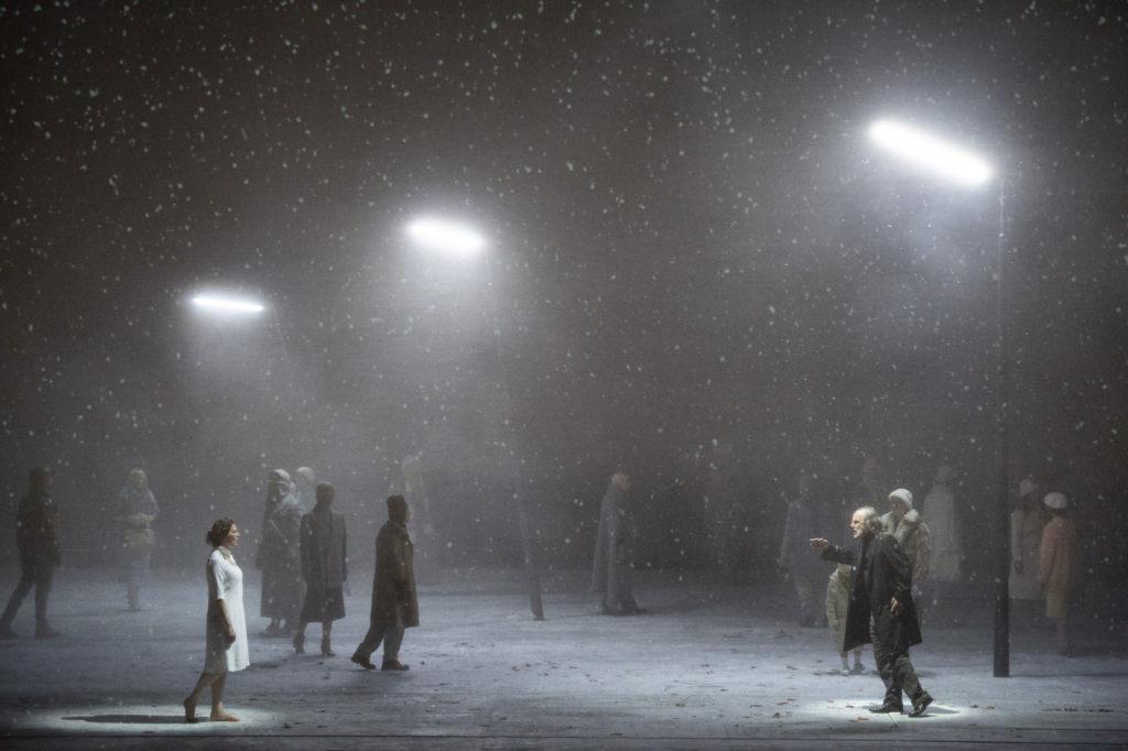 Violetter Schnee, mise en scène Claus Guth, Staatsoper Unter den Linden, Berlin, 2019. Photo Monika Rittershaus.