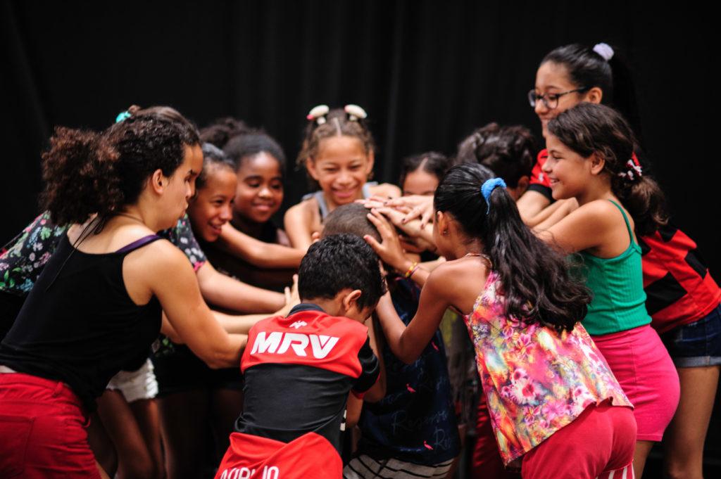 Séance d'atelier dans le cadre du programme Teatro em Comunidades, Centro de Artes da Maré (Nova Holanda), Rio de Janeiro, 2019. Photo : Joselia Frasão.